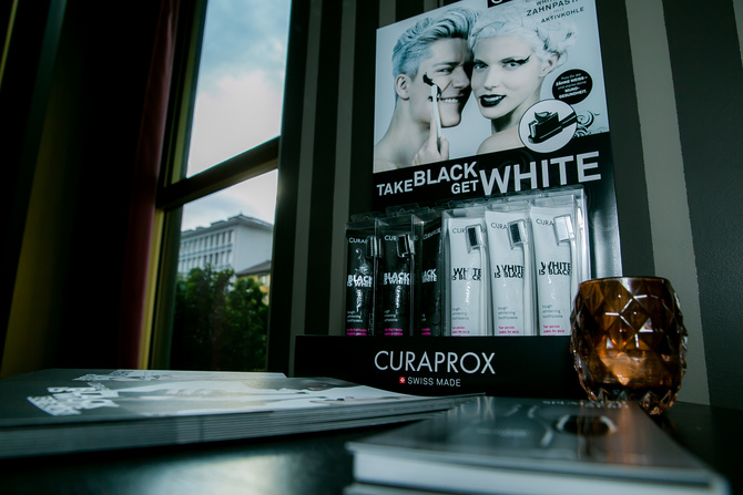 curaprox black7