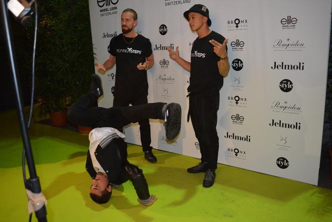 Breakdance group Flying Steps
