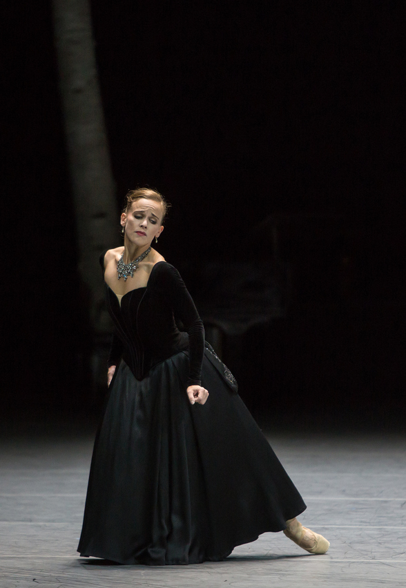 Anna Karenina: Katja Wünsche. Photo: Gregory Batardon